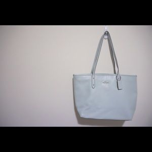 COACH central Tote with Zip in Mint